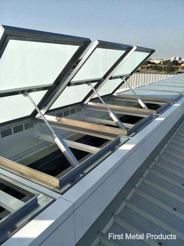 天窗_電動開窗器系統作為自然排煙窗