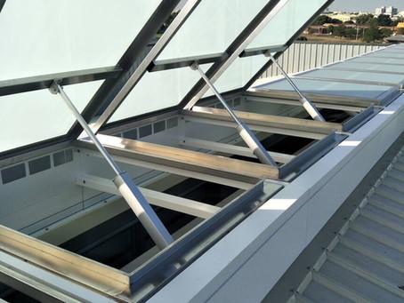 模組化設計電動採光罩,兼顧建築的採光與通風