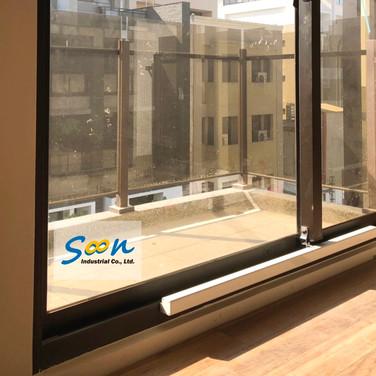 Townhouse / Sliding Windows / Natural Vent