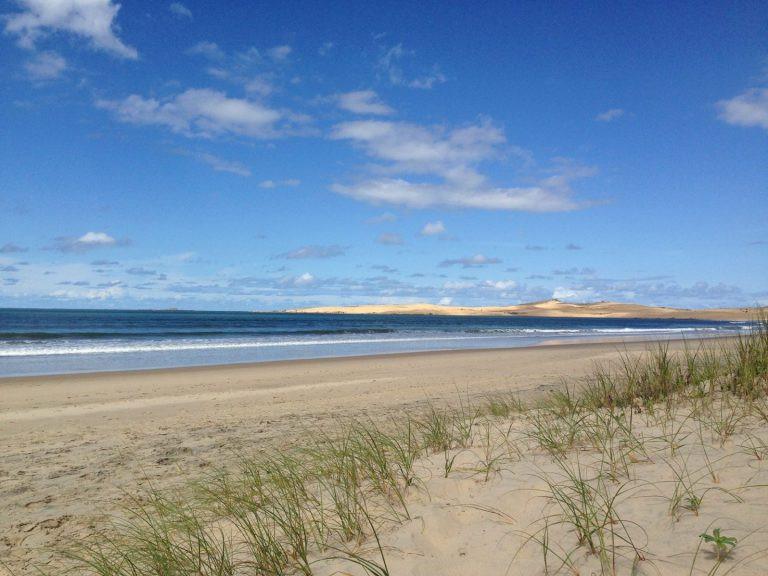 Rocha sahili boyunca uzanan kumsallar