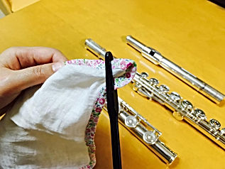 http://www.akiko-flute.com/フルートのメンテナンスガーゼ通し