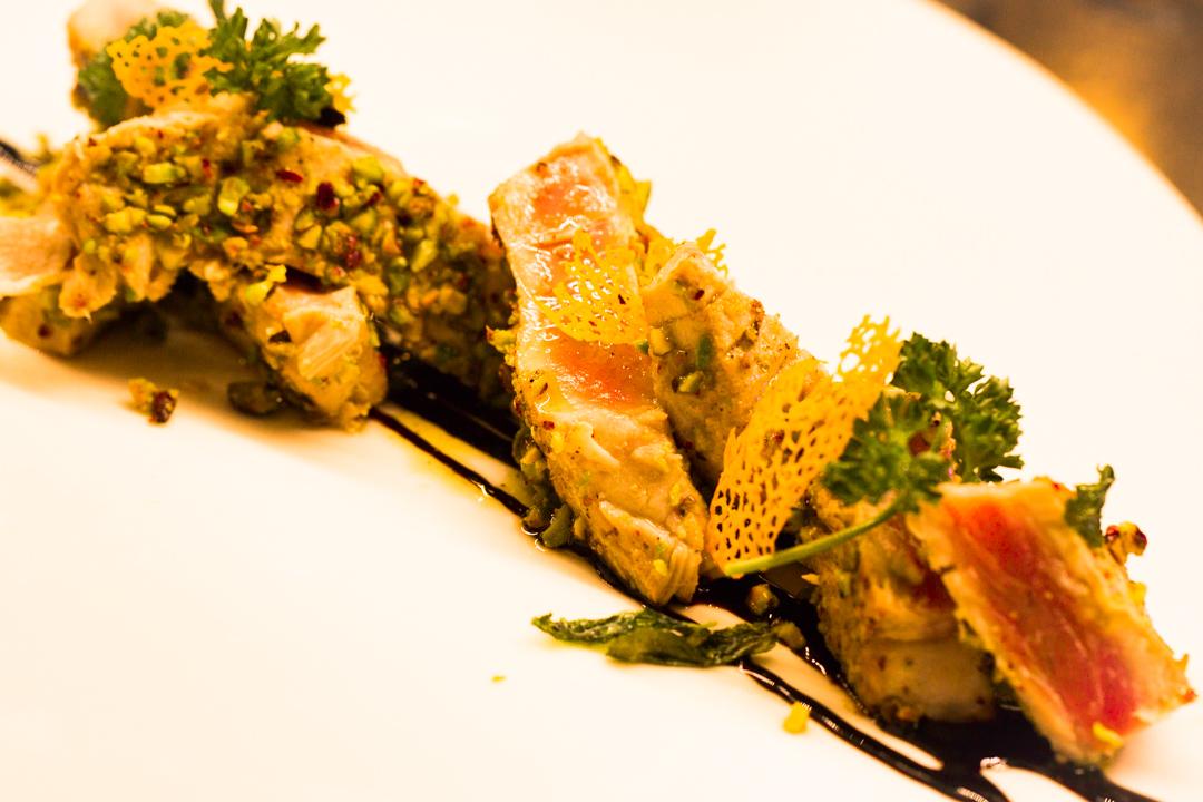 Tagliata di tonno e pistacchi