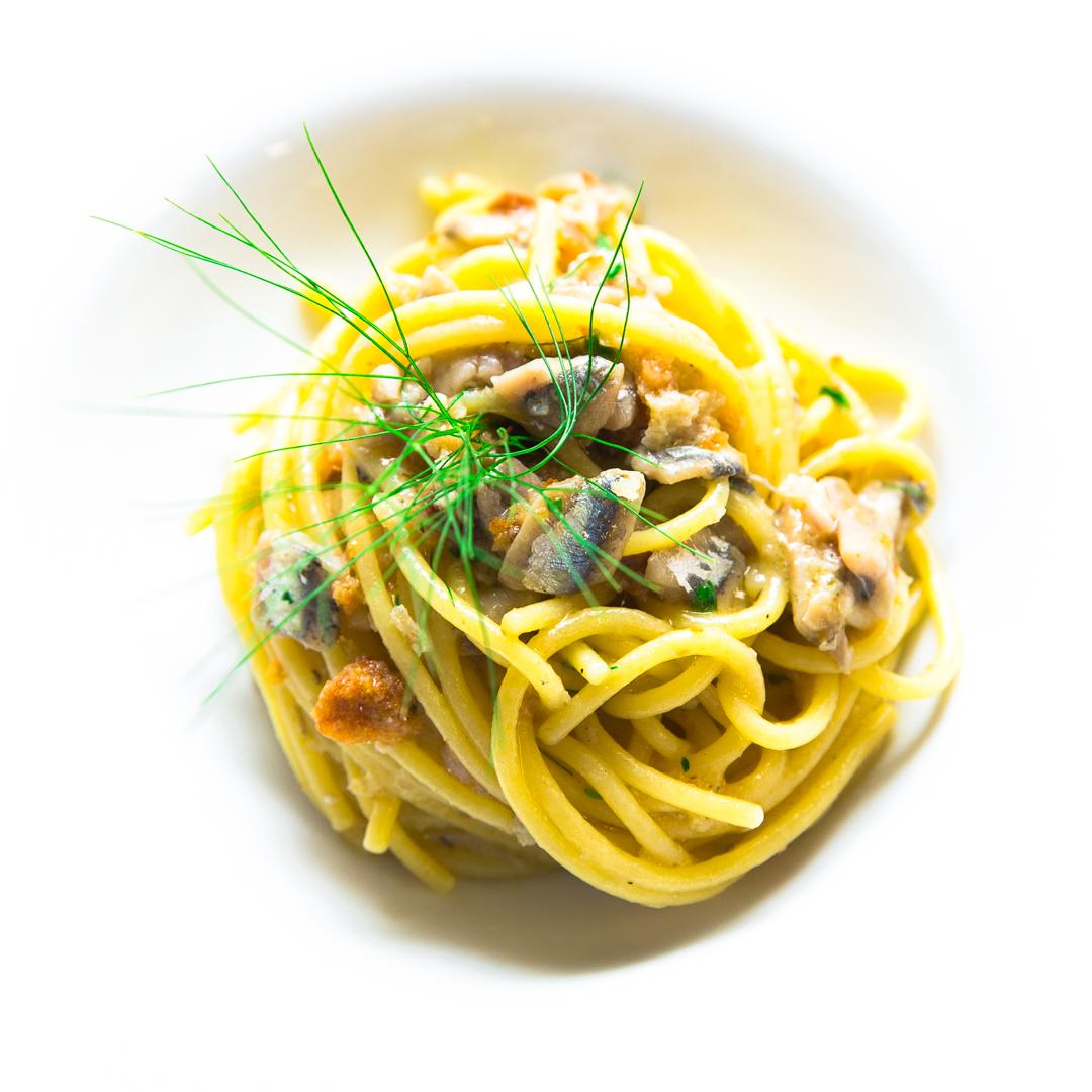 Spaghettone di Gragnano, alici , mollica