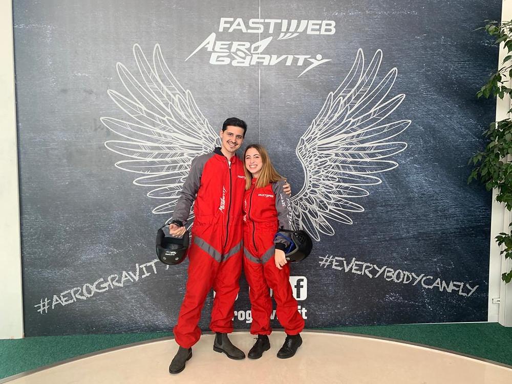 Ragazzi in tuta rossa all'Aerogravity