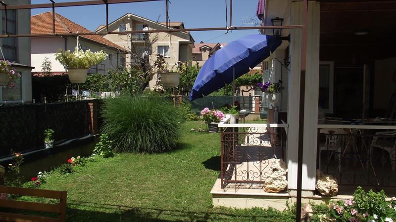Overal zijn parasols, keuze uit zon of schaduw