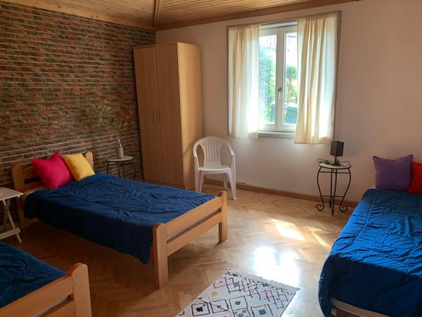 Slaapkamer beneden met 3 eenpersoonsbedden