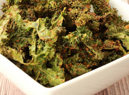 """WOW Recipe: Smokey """"Cheeze"""" Covered Kale Chips"""