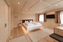 Schlafzimmer/Garderobe
