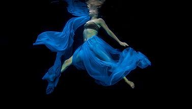 underwater fashion photo shoot inspirati