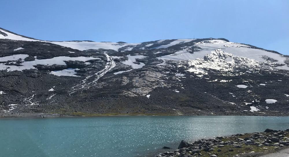 Stryn sommerskisenter stängde pga rekordtidig snösmältning