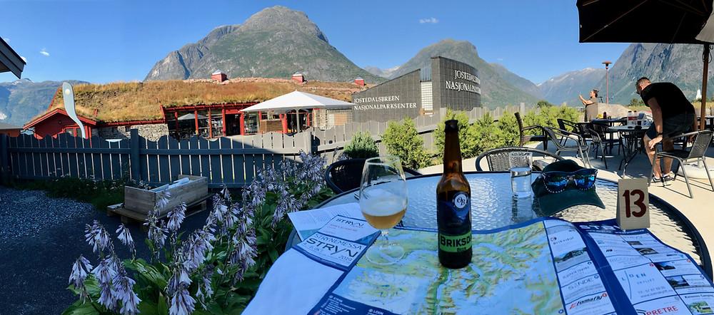 Jostedalsbreens Nasjonalparksenter med lokal öl namngiven av glaciärerna