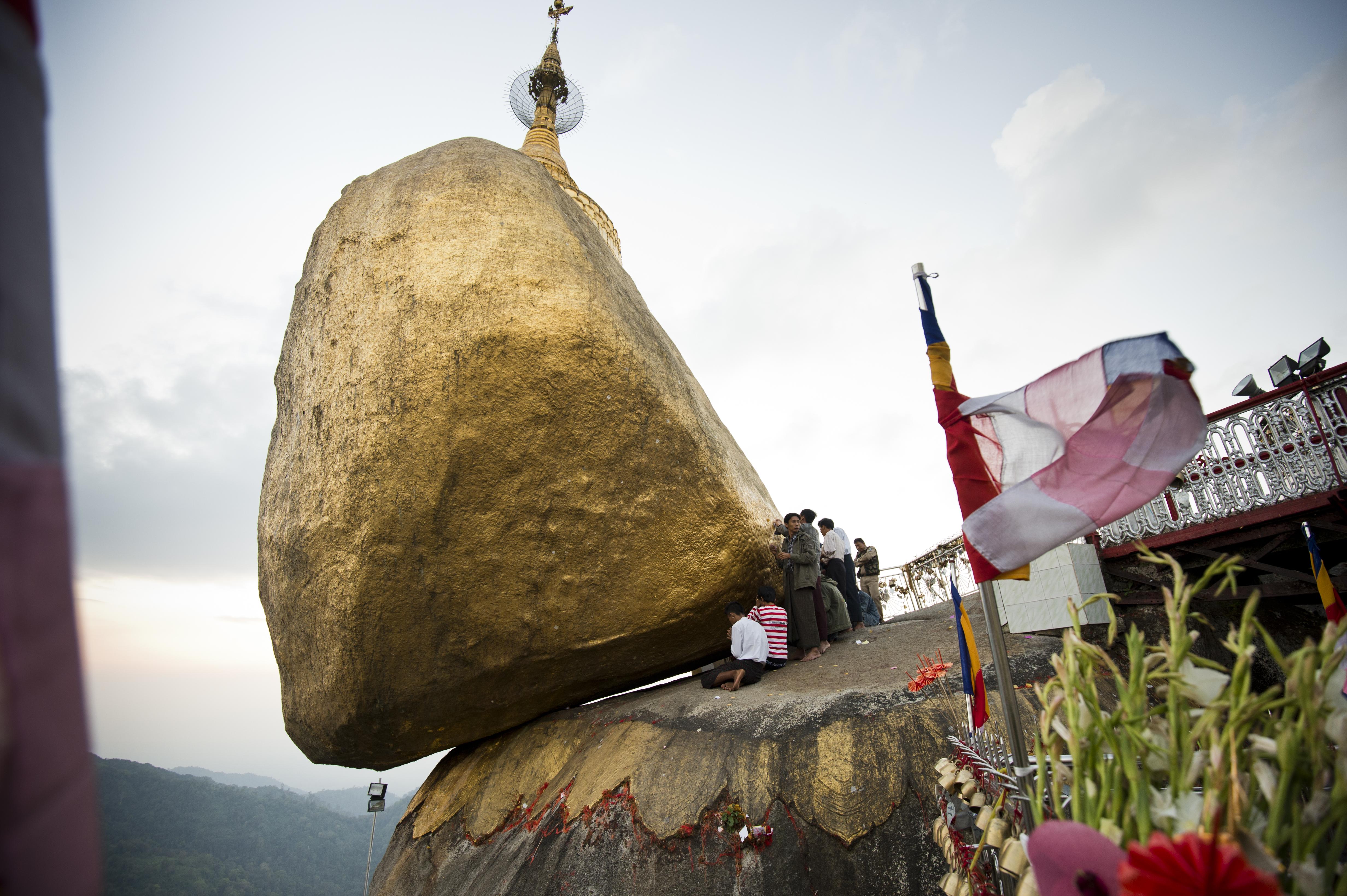 Golden Rock Kyaiktiyo