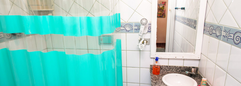 Banheiro c/ secador de cabelo