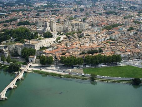 Une journée à Avignon et le Palais des Papes à 40KM de l'hôtel TERRICIAË et le festival d'Avignon