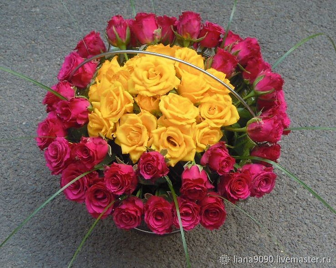 Luxurious Rose Circle Bouquet
