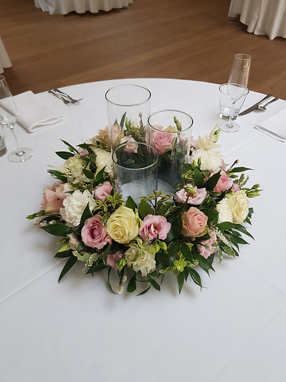 ROSE, LIZZIE AND CARNATION WEDDING TABLE WREATH