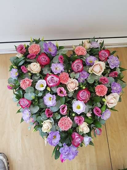 LOOSE HEART WITH SHADES OF PINKS LILACS AND CREAMS