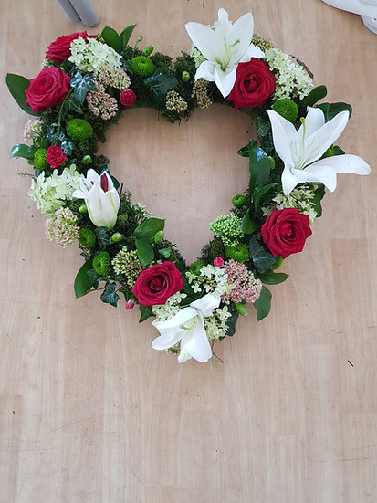 ROSE, LILLY AND VIBURNUM MOSSED LOOSE HEART