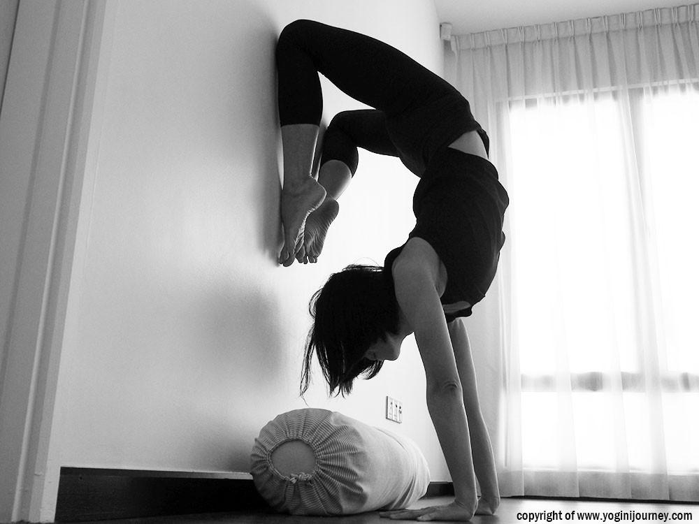 HandstandScorpion_yoginijourney.jpg