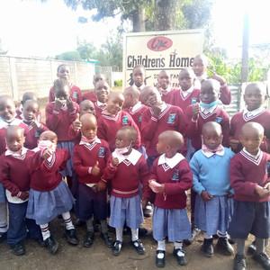Beginn des neuen Schuljahres im Juli 2021 - die jüngsten Kinder