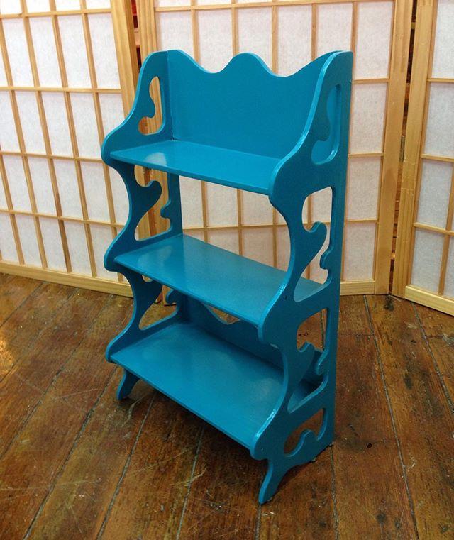 Curlique shelf