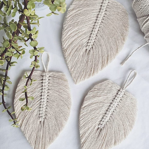 Nomad Macrame Feather Hanging, Natural White