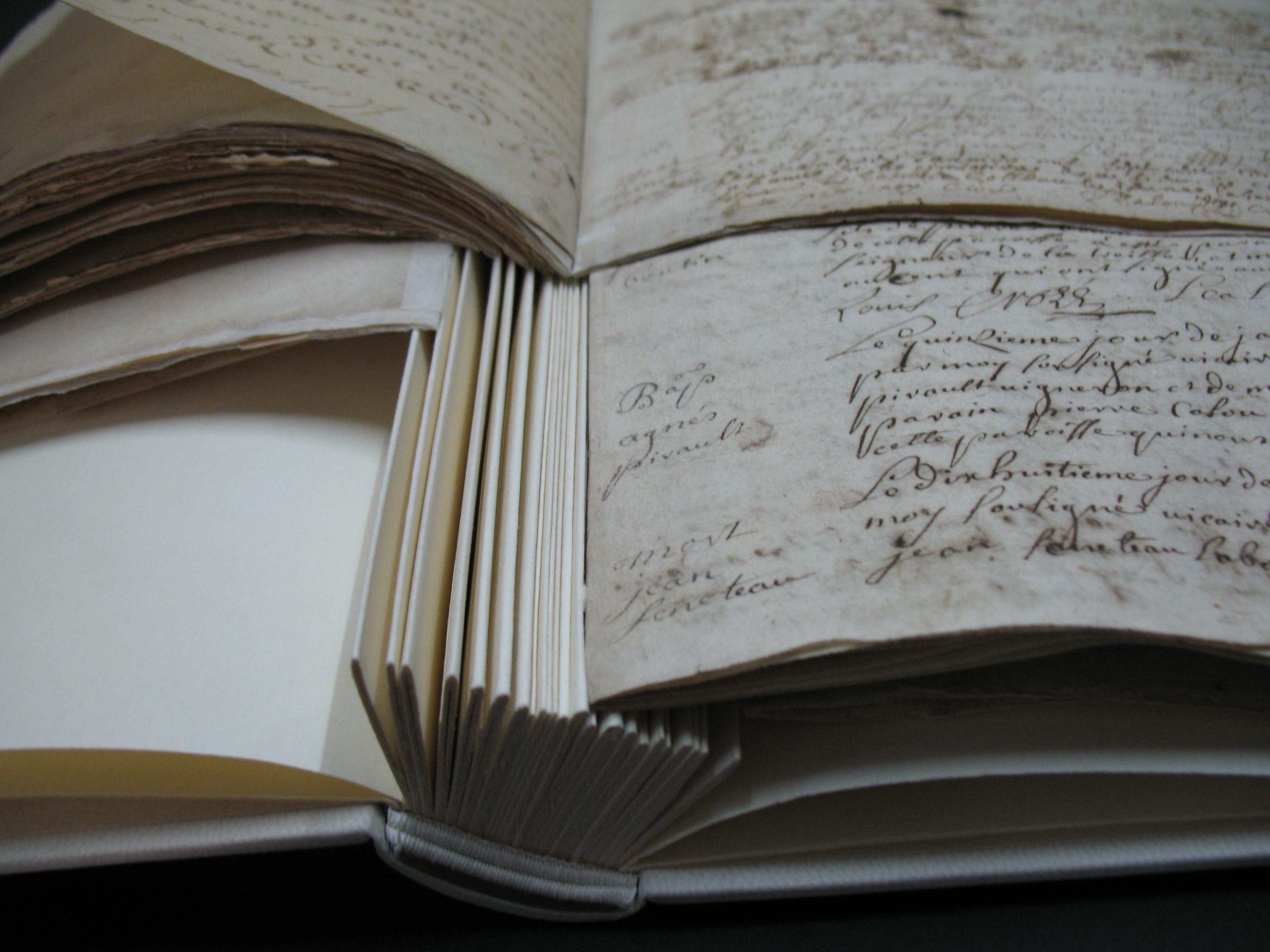 registre ancien sur onglets