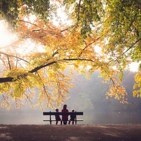 Sweet fall family portrait in Parc Tervuren