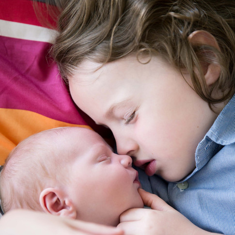 Adorable newborn sibling photo in Brussels