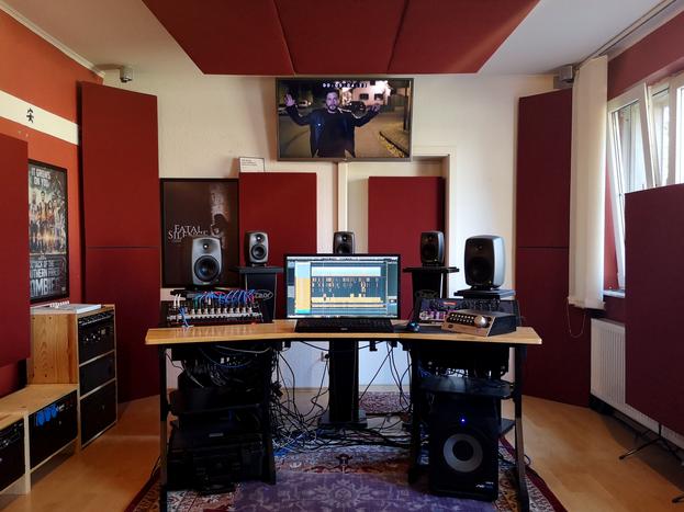 Redbox Studios Regie