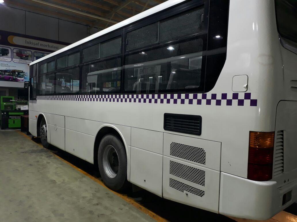 avtobus uzerinde reklam