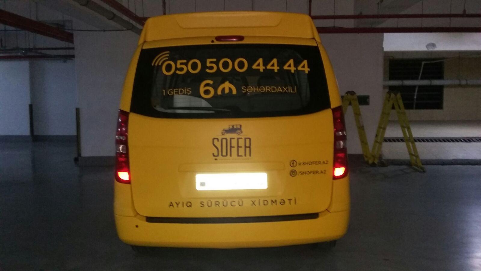avtomobil uzerinde reklam montaj