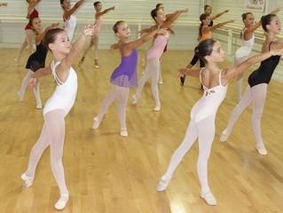 """Article du """"Midi Libre"""" du 16 Août 2017 Les danseuses de Top Dance préparent la rentrée..."""