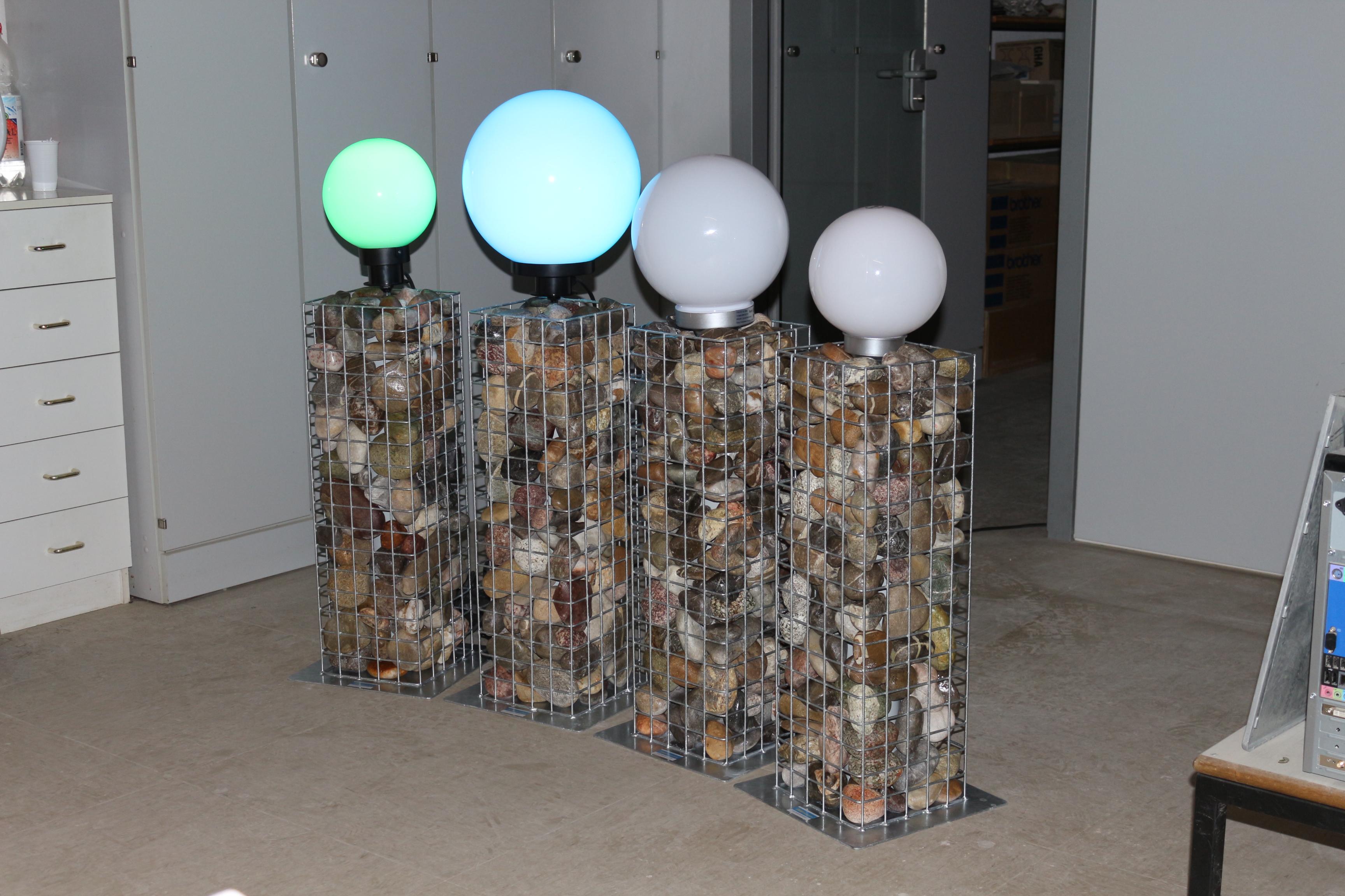 Säulen mit Lampe