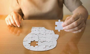 hands-putting-together-puzzle-head-768_e