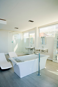 Beautiful Bathroom w Frameless Glass Spray Panels & Mirrors