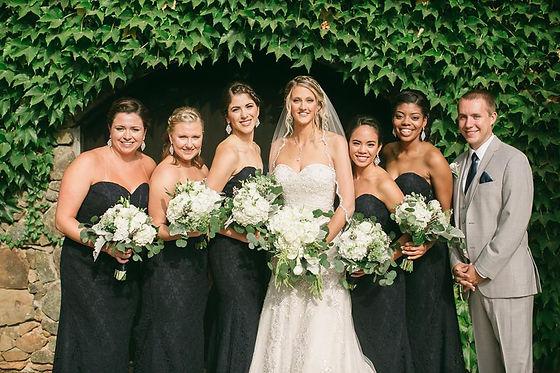 Stylish wedding in black, white an grey.