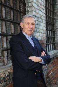 Dr. Carlos Cortes