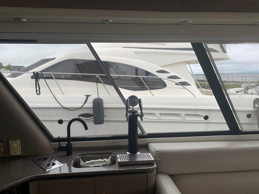 Q water Yacht