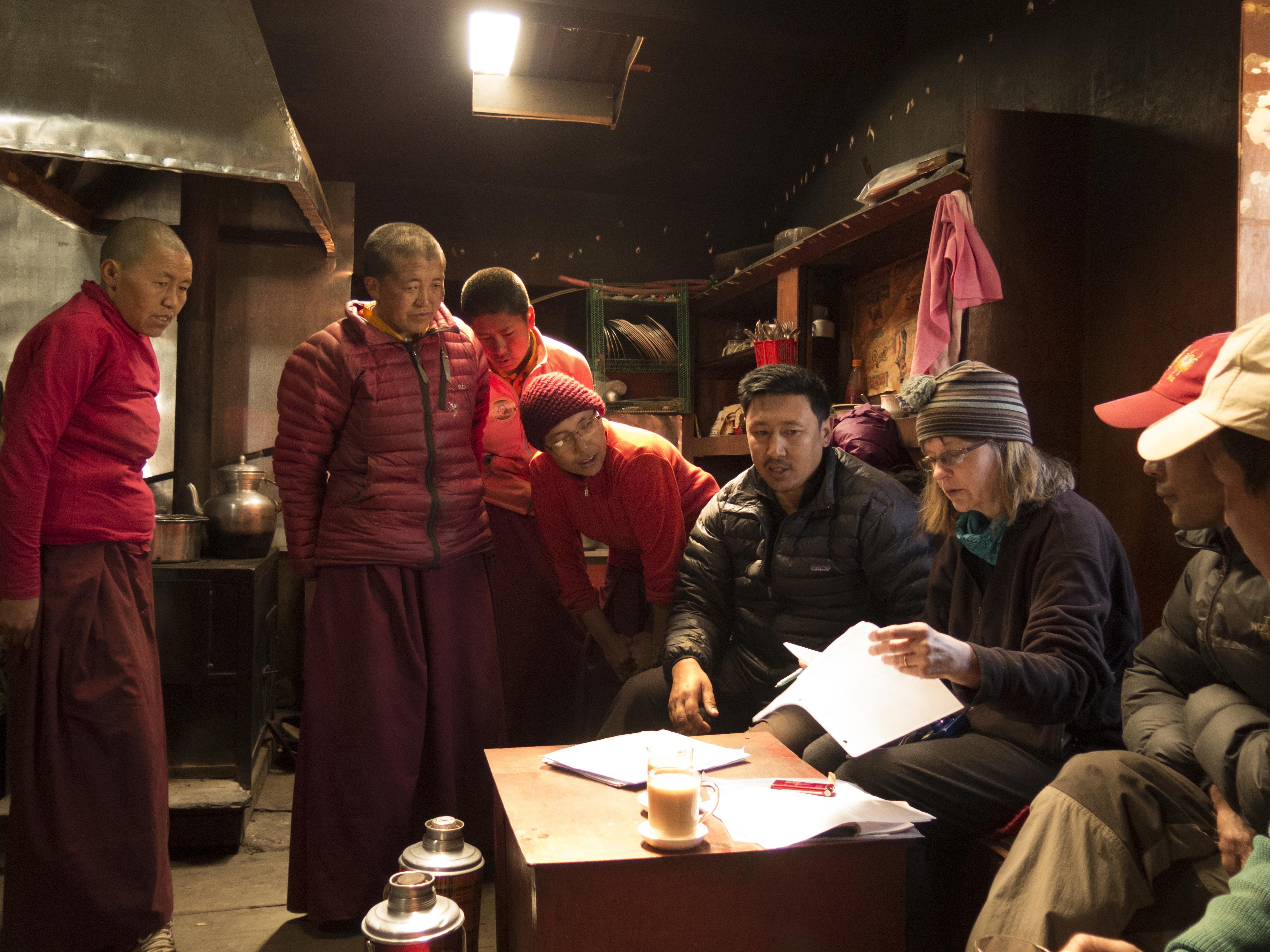 laura-nuns-and-mingma-meeting-at-deboche_24683352044_o
