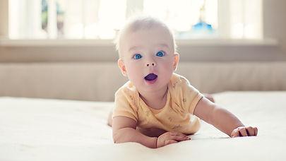 bebê surpreendido