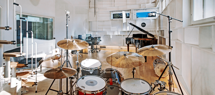 2500x1116_low-height_drums-thru-glass_opt.png