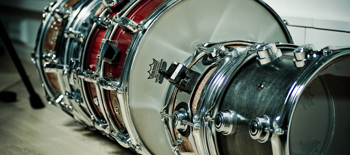 2500x1116_low-height_drums_opt.png