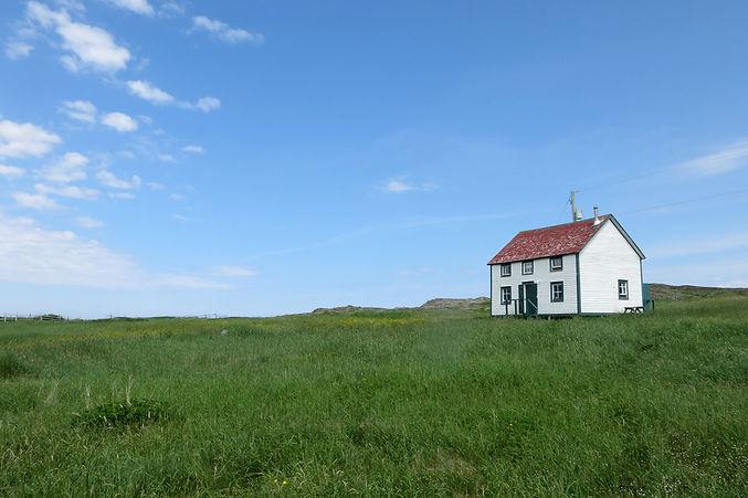 Reardon+House+in+field.jpg