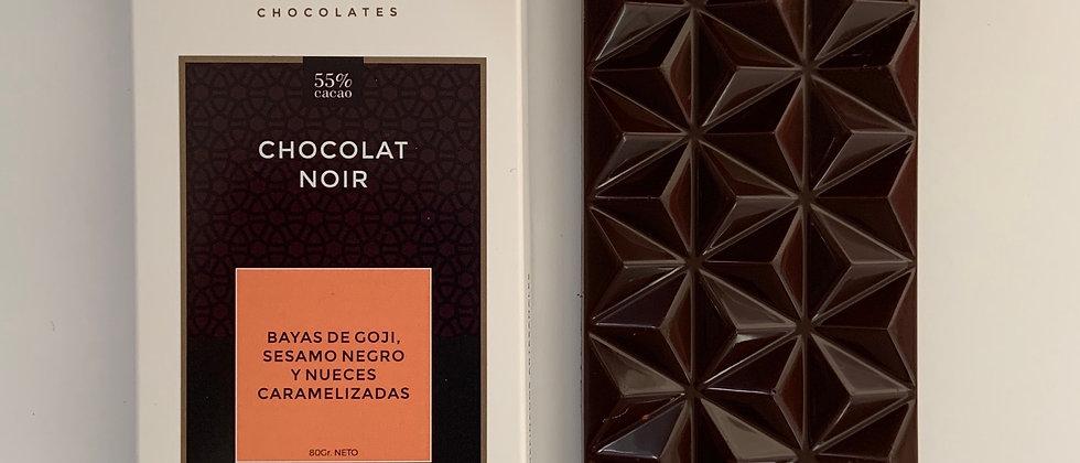 Chocolate negro con bayas de Goji, pecanas caramelizadas y sésamo negro