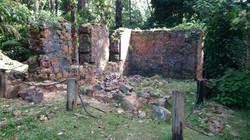 4- Zoom Ruine C à gauche de l'entrée