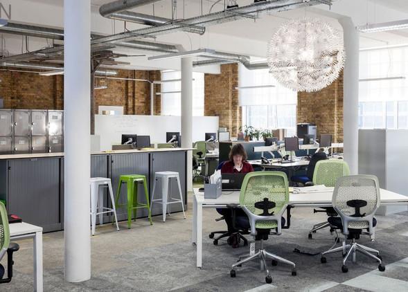ara-office-desks-office-chairs-2.jpg