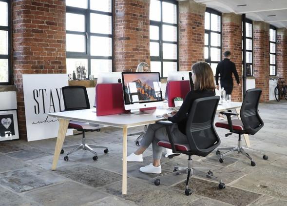 luxe-office-desks-office-chairs-1.jpg