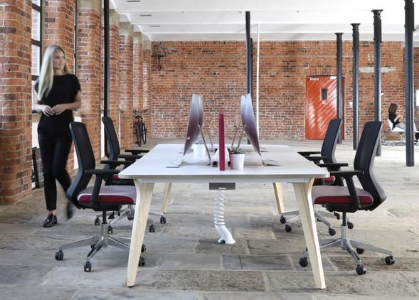 luxe-office-desks-office-chairs-2.jpg