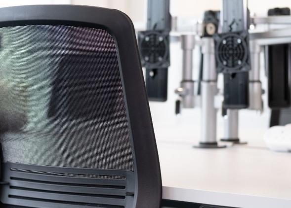 vida-office-desks-office-chairs-4.jpg